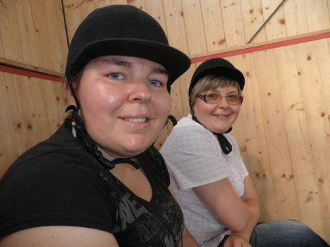 Dwie dżokejki - Agnieszka i Karolina