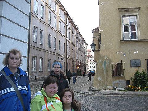 Dziewczyny na ulicach Nowego Miasta w Warszawie